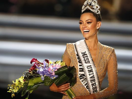 Miss South Africa Demi-Leigh Nel-Peters is crowned the 2017 Miss Universe. (Photo: PAUL BUCK, EPA-EFE)